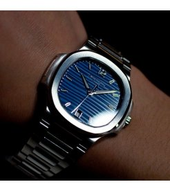 Patek Philippe [NEW][RARE] Ladies NAUTILUS 7118/1A Blue Dial (Retail:HK$185,900)